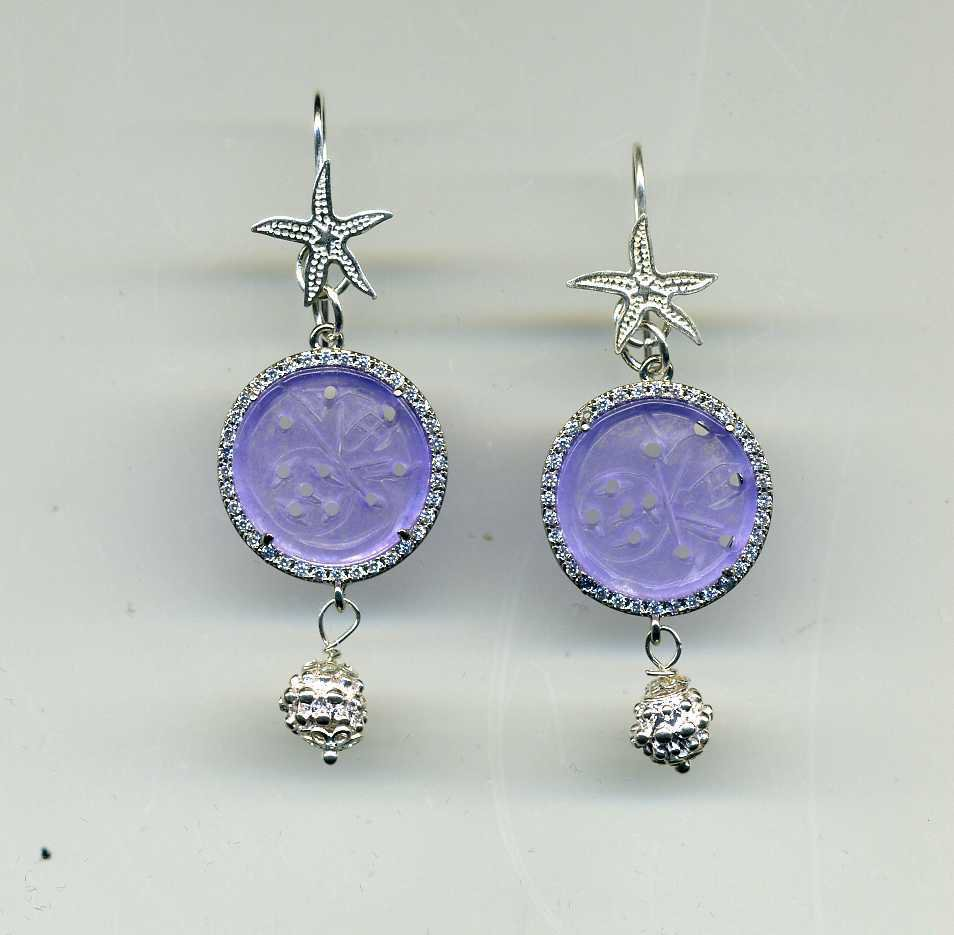 Orecchini pendenti in argento e giada glicine traforata e brillantinata