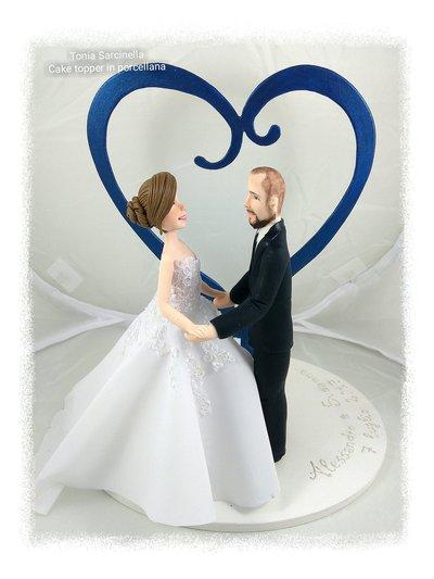 Cake topper sposi con cuore in legno
