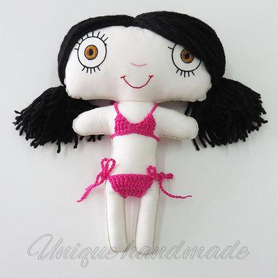 Bambola mora in bikini rosa
