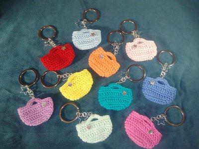 set da 5 Portachiavi a borsetta realizzati ad uncinetto spedizione compresa nel prezzo