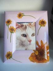 cornice lilla con fiori