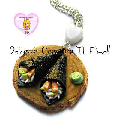 Collana vassoio Sushi - Cucina giapponese - Temaki salmone con avocado - miniature