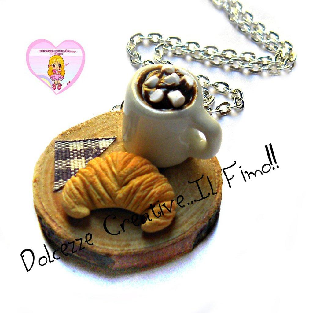 Collana Vassoio con cornetto e tazza di cioccolato con marshmallow - miniture kawaii handmade