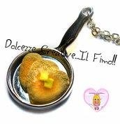 Collana Handmade - Padella con pancake a forma di cuore con burro - miniature kawaii