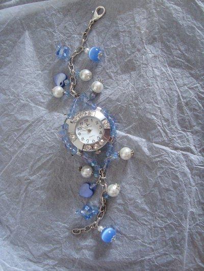 Orologio in perle di madreperla, perle di vetro etc