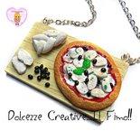 Collana vassoio Pizza con mozzarella fresca a crudo e olive - miniature kawaii handmade