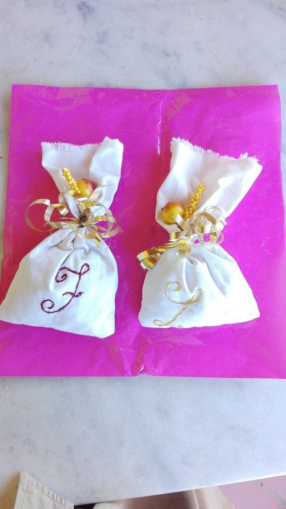 Sacchetto profumabiancheria o bomboniera in cotone
