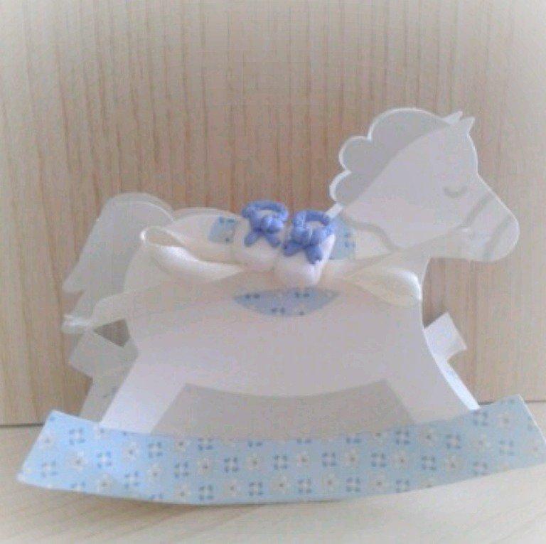 Bomboniera scarpine bimbo scatolina cavallo a dondolo confettata nascita battesimo