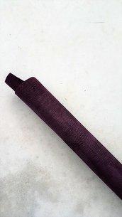 Pelle di camoscio viola con stampa cocco A402