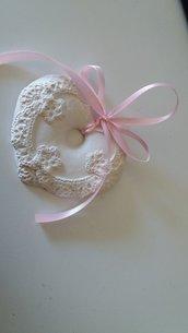 bomboniera cuore segnaposto con merletto in gesso ceramico profumato