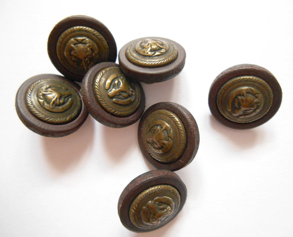 Bottoni in legno e metallo con lupo 14 pz
