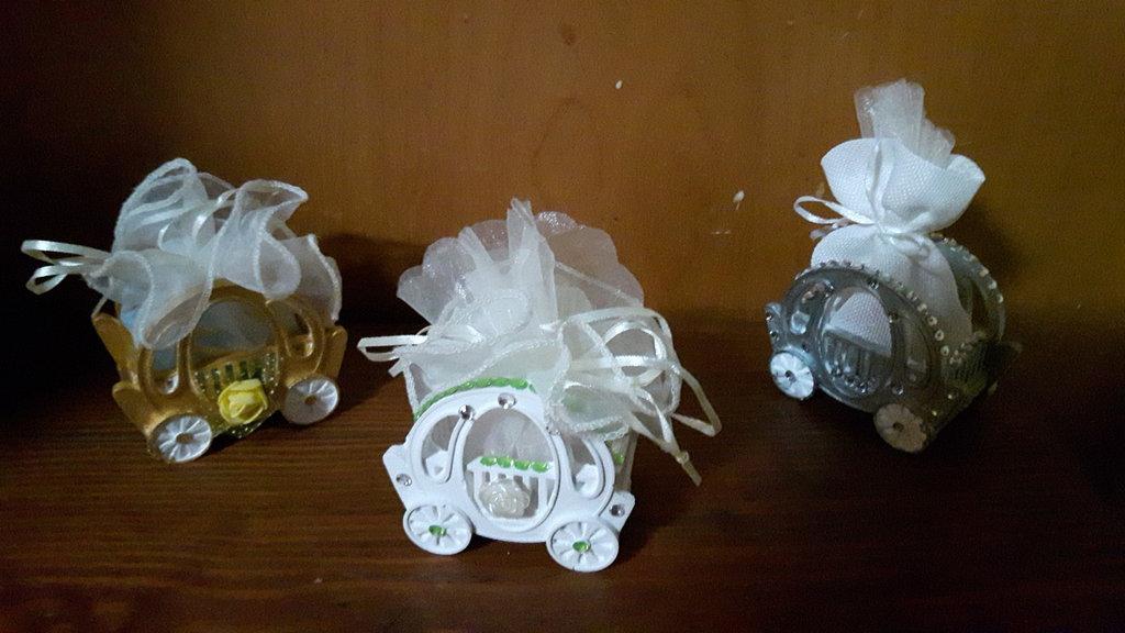 Carrozza bomboniera porta confetti