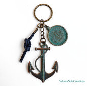 Portachiavi uomo ancora e moneta con veliero in bronzo vintage nautico