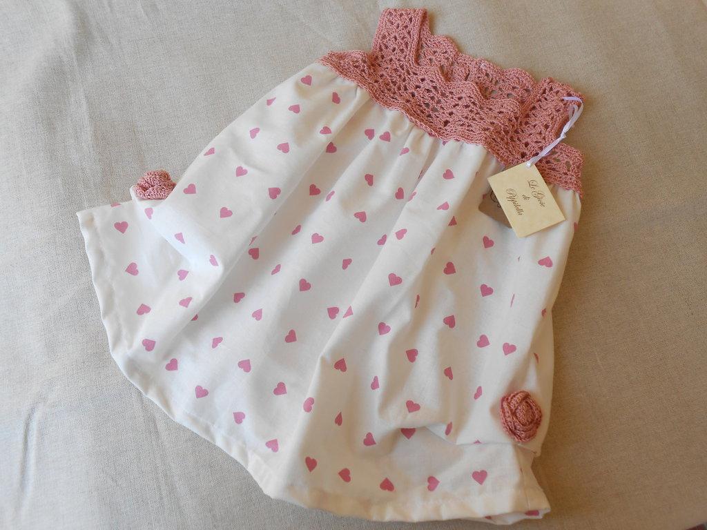 Vestitino estivo da  bambina bianco con cuoricini rosa, idea regalo.