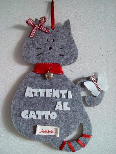 Attenti al gatto fuoriporta in feltro
