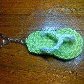 Infradito portachiavi verde e bianco