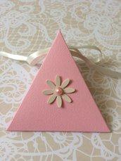 Scatolina confetti battesimo piramidale rosa con nastro e fiore