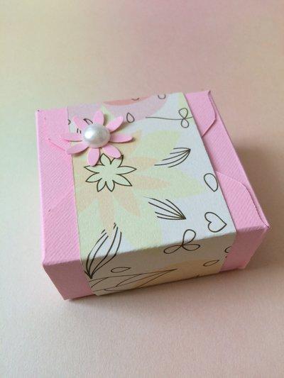 Scatolina confetti battesimo bimba rosa con carta a fiori
