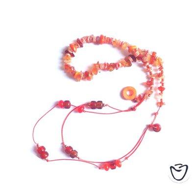 Collana arancione o due bracciali?
