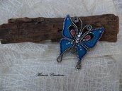 Spilla forma farfalla realizzata a mano lana cardata e zip