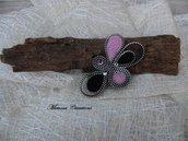 Spilla forma astratta realizzata a mano lana cardata e zip