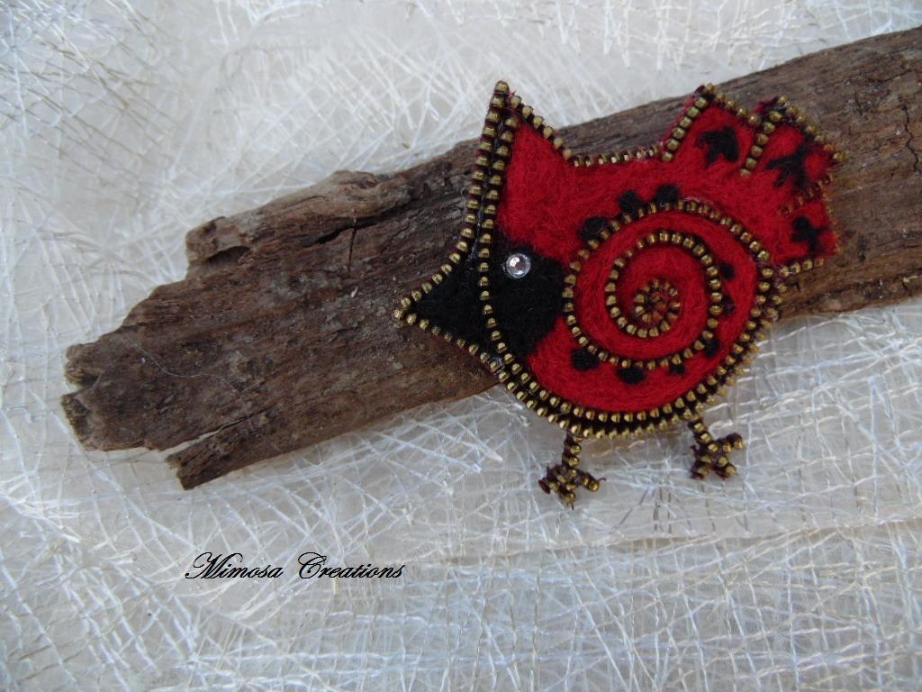Spilla forma uccellino realizzata a mano lana cardata e zip