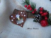 Decorazioni Natalizie in feltro cuore con campana marrone