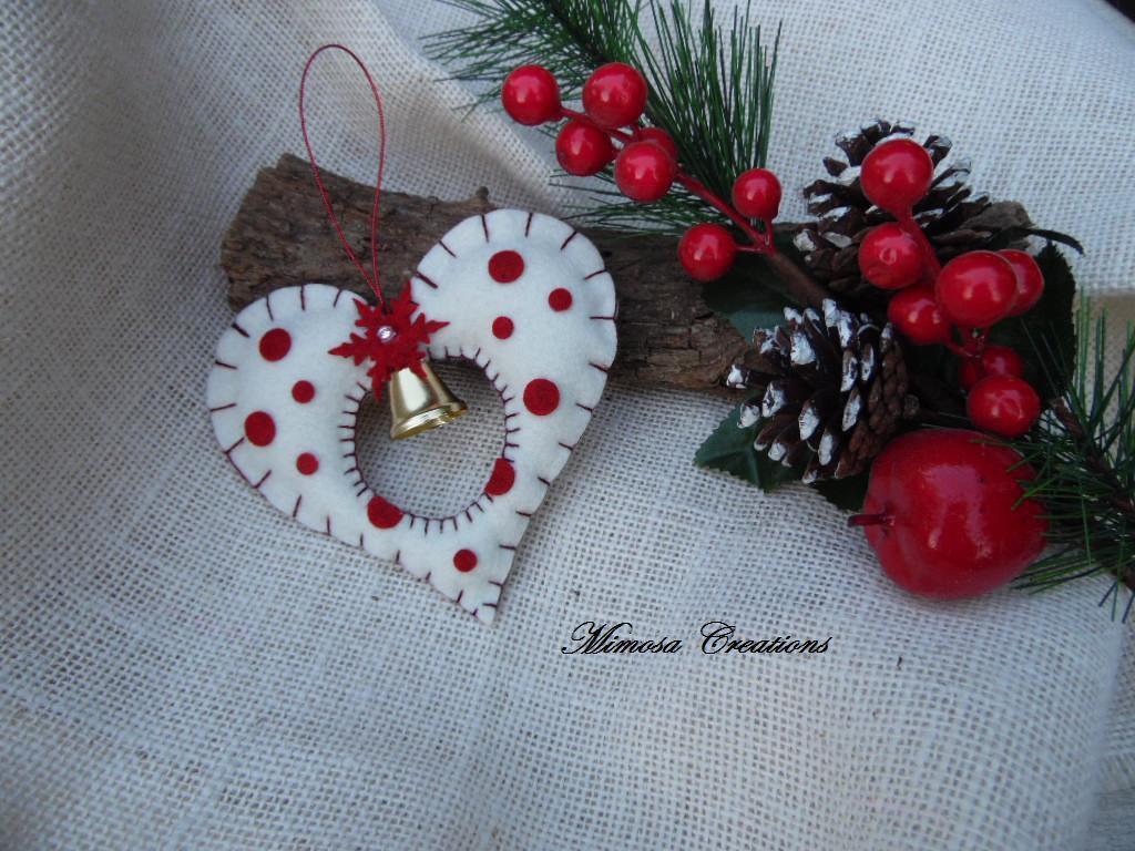 Decorazioni Natalizie in feltro cuore con campana bianco