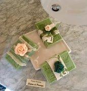 Tre saponette naturali verdi di Provenza rivestite di tessuti pregiati, sapone bio, saponi provenzali
