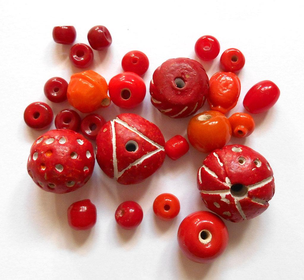Lotto 25 perle assortite vetro ceramica