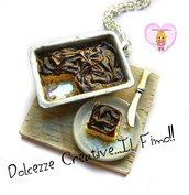 Collana Vassoio con pan di spagna ricoperto al cioccolato - miniature handmade