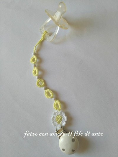 Catenella portaciuccio con perline e fiore