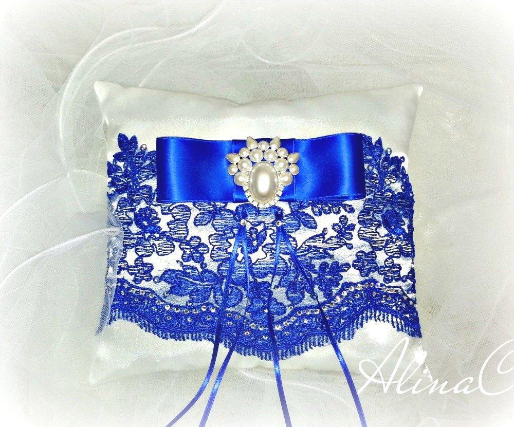 Cuscino Portafedi Bianco E Blu.Cuscino Portafedi Royal Blue In Raso Bianco E Pizzo Blu Fiocco Perle E Strass Matrimonio Sposa Cerimonia