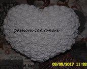 cuscino porta fedi a forma di cuore impreziosito di rose e perline