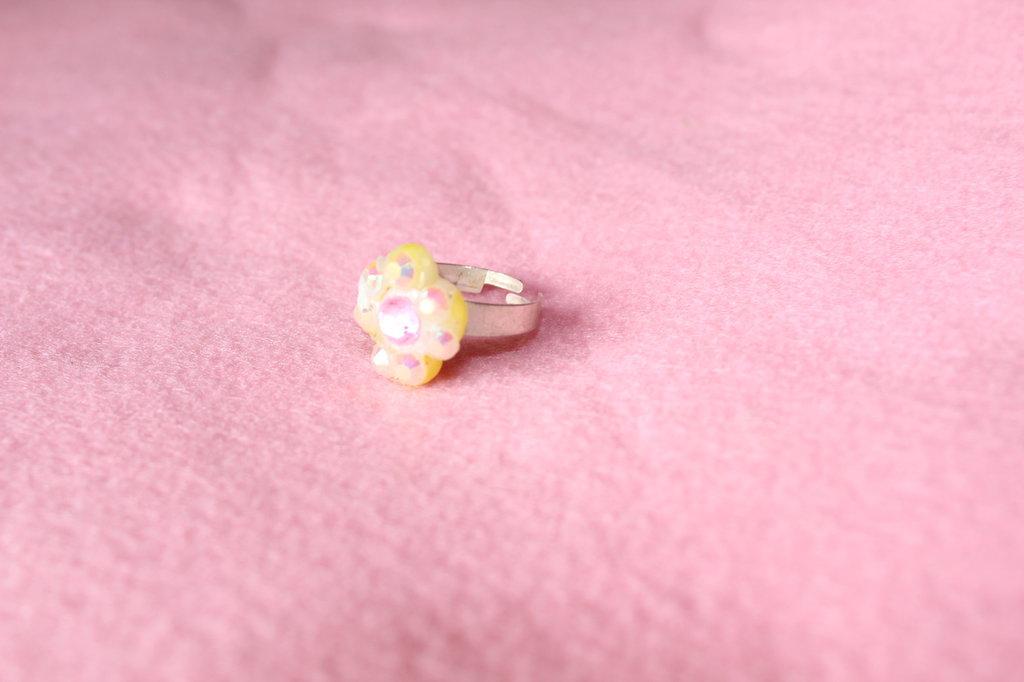 anellino fiore in swarosvki in plastica