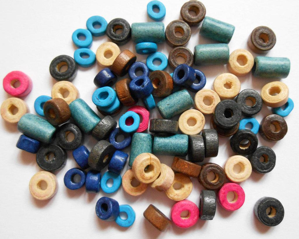 Lotto perle in legno assortite 170pz circa