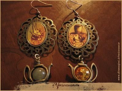 ALICE IN WONDERLAND orecchini illustrati con teiera MAD TEA PARTY earrings