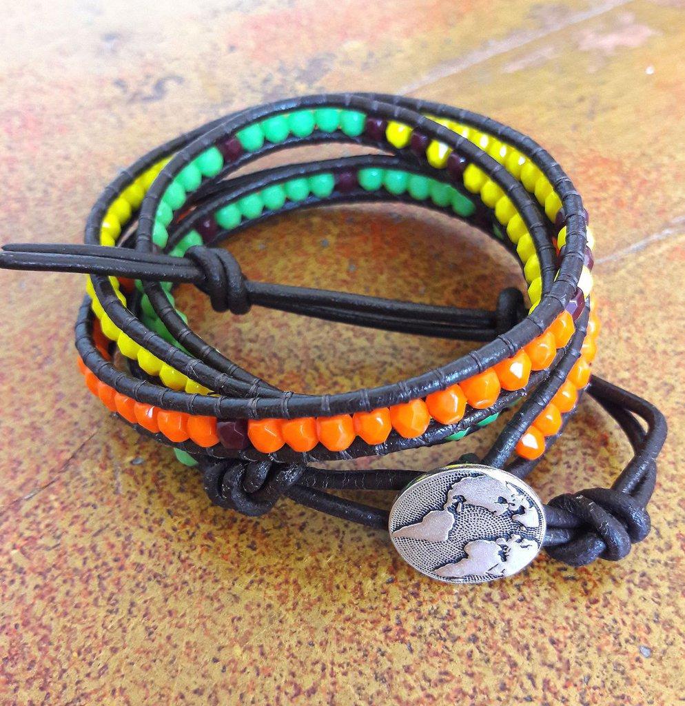 Bracciale cuoio multigiro, mezzi cristalli verde arancio giallo, stile bohemian chan luu, idea regalo per lei
