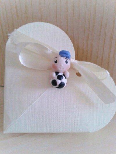 Bomboniera bimbo bebè pallone calcio nascita battesimo confettata