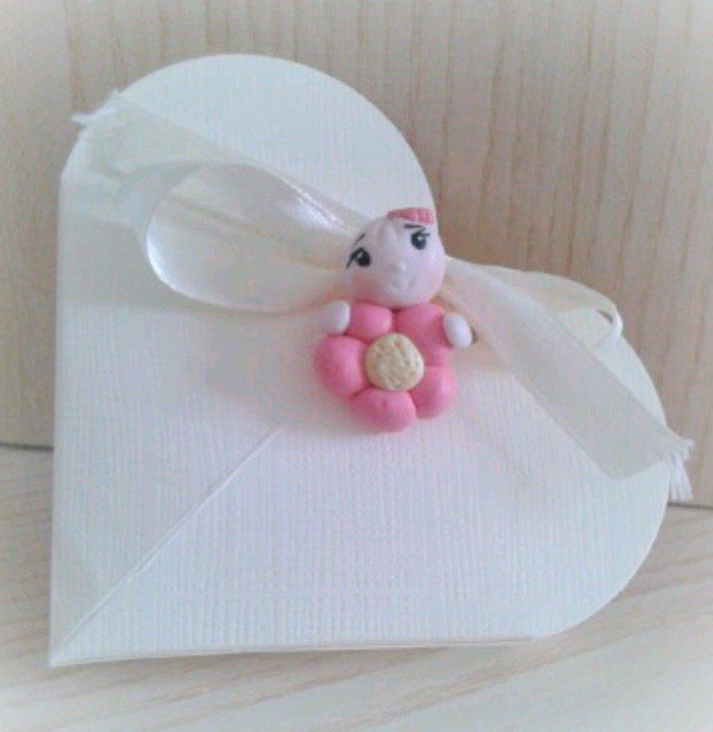 Bomboniera bimba bebè fiore in fimo nascita battesimo confettata
