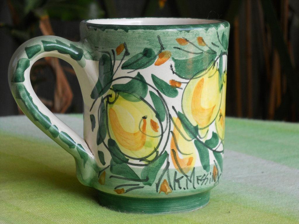 Tazza con manico in ceramica mug bicchiere con decorazione