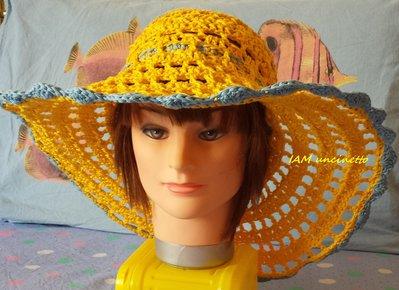 Cappello Estivo A Tesa Larga Giallo E Jeans Alluncinetto Donna