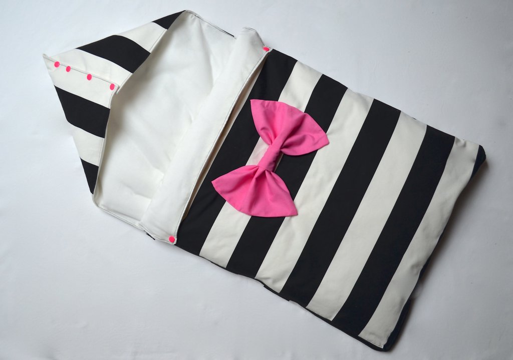 Sacco nanna a righe bianche e nere con maxi fiocco rosa