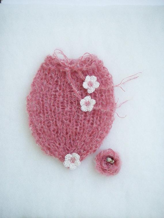 Bozzolo per neonata Taglia S Photo prop Sacco per neonata lavorato a mano Nido per neonata in lana mohair rosa con fiori bianchi a crochet