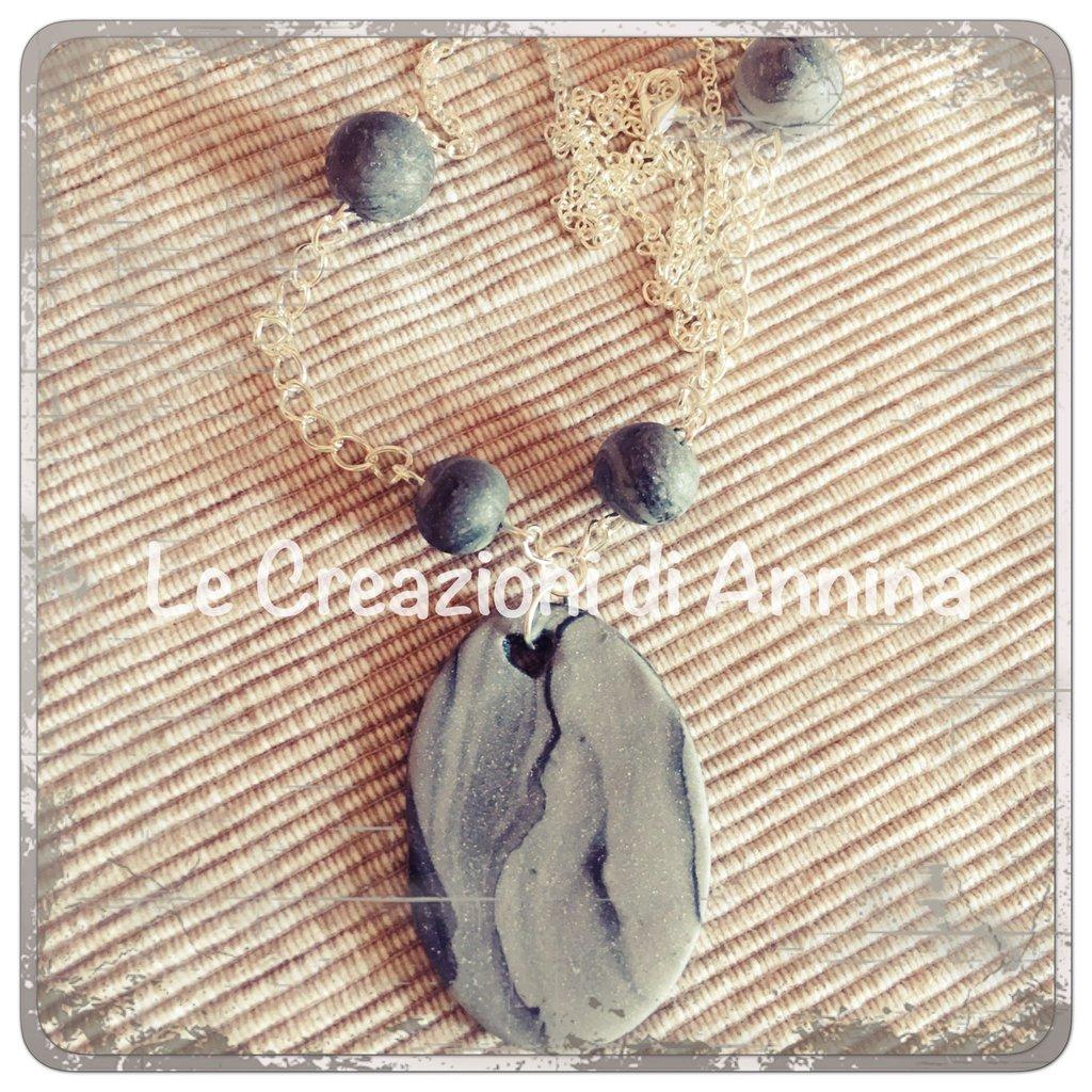 Collana con pendente realizzato a mano in pasta di mais