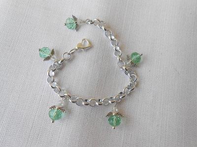 Bracciale da bambina con angioletti di cristalli verde, idea regalo.