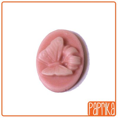2 Camei resina farfalla rosa 13x18mm