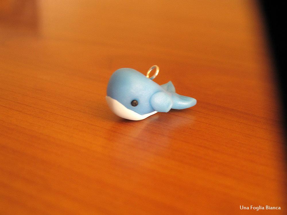 Balena charm in cernit