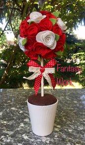 Pomander di roselline di feltro rosse e bianche