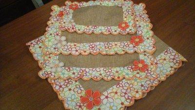 centro tavola 90x90 più centrini in arancione e beige